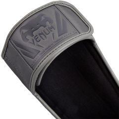 Тайские шингарды (накладки на ноги) Venum Elite